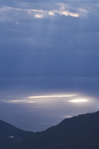 知床半島と国後島の朝の写真素材 [FYI04765810]