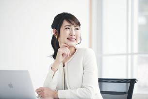 働く女性の写真素材 [FYI04765861]