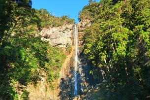 世界文化遺産 那智滝と青空の写真素材 [FYI04766637]