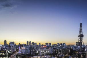 テレビ塔越しに名駅方面を望む夕景の写真素材 [FYI04766705]