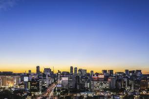 栄より名駅方面を望む夕景の写真素材 [FYI04766706]