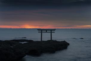大洗海岸の朝日の写真素材 [FYI04766727]