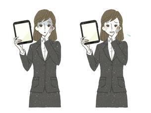 スーツの女性-タブレットPC-ショック-困惑のイラスト素材 [FYI04766835]