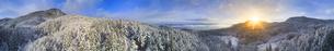 別所森林公園付近から望む新雪の夫神岳と朝日の全周パノラマの写真素材 [FYI04767047]