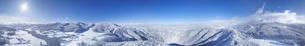県道34号長野市境付近から望む霧氷の菅平高原の全周パノラマの写真素材 [FYI04767064]