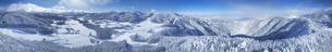 県道34号長野市境付近から望む霧氷の菅平高原の全周パノラマの写真素材 [FYI04767065]