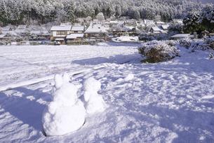 京都府南丹市 かやぶきの里雪景色の写真素材 [FYI04767346]