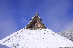 京都府南丹市 かやぶきの里雪景色の写真素材 [FYI04767356]