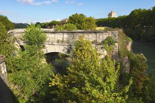 テベレ川に架かるローマ最古の石橋 ロット橋ことアエミリウス橋 (パラティーノ橋から)の写真素材 [FYI04767563]