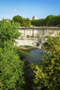 テベレ川に架かるローマ最古の石橋 ロット橋ことアエミリウス橋 (パラティーノ橋から)の写真素材 [FYI04767564]