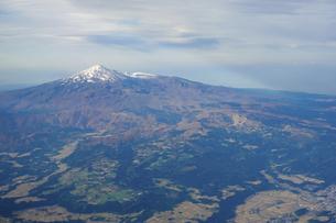 紅葉シーズンの鳥海山を空撮の写真素材 [FYI04767709]