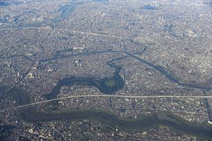 上空から水元公園(葛飾区)周辺を空撮の写真素材 [FYI04767715]