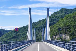 瀬戸内海の日生湾に架かる「備前♡日生大橋」こと「備前日生大橋」の写真素材 [FYI04767729]