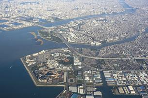 空から東京湾ベイエリアを一望の写真素材 [FYI04767922]
