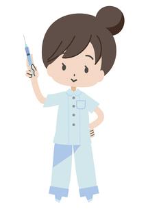 注射器を持つ看護師のイラスト素材 [FYI04767958]