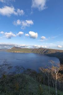 北海道 摩周湖の夕方の風景の写真素材 [FYI04768148]