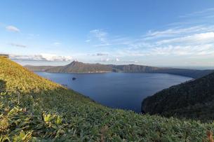 北海道 摩周湖の夕方の風景の写真素材 [FYI04768149]