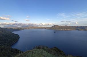 北海道 摩周湖の夕方の風景の写真素材 [FYI04768151]