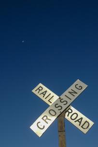 踏切のサイン Railroad Crossingの写真素材 [FYI04768463]