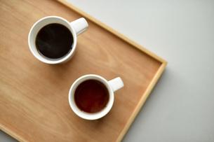 木のトレイとコーヒーの写真素材 [FYI04768465]