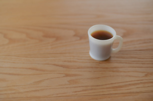 シンプルなコーヒーカップとコーヒーの写真の写真素材 [FYI04768483]
