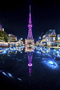 ライトアップされた名古屋テレビ塔夜景の写真素材 [FYI04768547]
