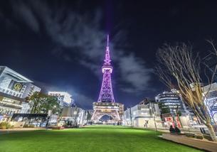ライトアップされた名古屋テレビ塔夜景の写真素材 [FYI04768554]
