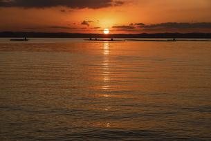 糸島半島夕方の風景の写真素材 [FYI04768660]