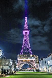 ライトアップされた名古屋テレビ塔の写真素材 [FYI04768703]