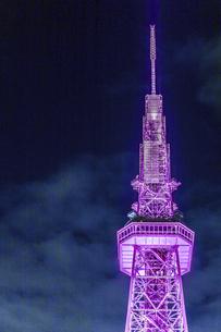 ライトアップされた名古屋テレビ塔尖塔部の写真素材 [FYI04768705]