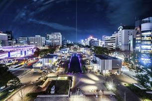 テレビ塔から見るレイヤードヒサヤオオドオリパーク夜景の写真素材 [FYI04768711]