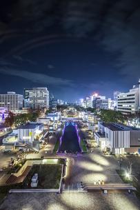 テレビ塔から見るレイヤードヒサヤオオドオリパーク夜景の写真素材 [FYI04768712]