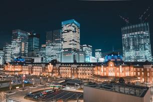 冬の東京駅の夜景の写真素材 [FYI04768801]