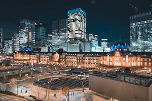 冬の東京駅の夜景の写真素材 [FYI04768802]