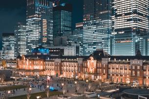 冬の東京駅の夜景の写真素材 [FYI04768807]