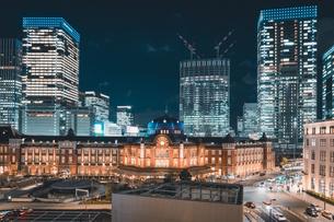 冬の東京駅の夜景の写真素材 [FYI04768808]