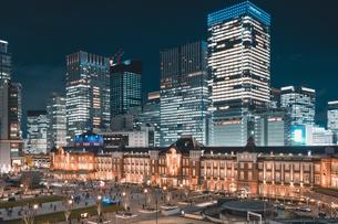 冬の東京駅の夜景の写真素材 [FYI04768809]