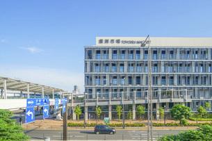 豊洲市場の建物の写真素材 [FYI04768820]