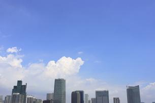 麻布十番から見える虎ノ門から六本木1丁目方面の高層ビル群の写真素材 [FYI04768913]