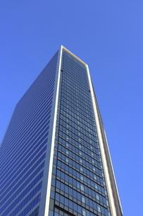 ソフトバンク本社が入る東京ポートシティ竹芝を見上げての写真素材 [FYI04768935]