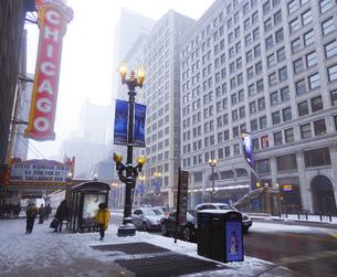 シカゴの車道 街並みの写真素材 [FYI04769022]