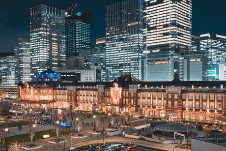 冬の東京駅の夜景の写真素材 [FYI04769045]
