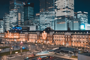 冬の東京駅の夜景の写真素材 [FYI04769047]