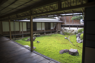 秋の行基寺の写真素材 [FYI04769124]