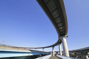 宙を馳ける高速道路の写真素材 [FYI04769517]
