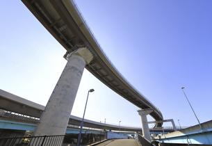 宙を馳ける高速道路の写真素材 [FYI04769597]