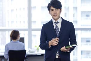 ビジネスマンのポートレートの写真素材 [FYI04769714]