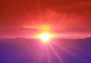半過岩鼻から望む荒船山から昇る初日の出の写真素材 [FYI04769908]