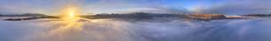 下之郷から望む塩田平の雲海と朝日の全周パノラマの写真素材 [FYI04769913]