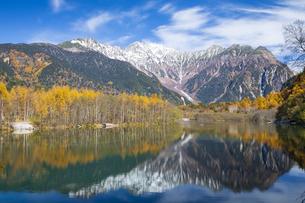 大正池と穂高連峰の写真素材 [FYI04770017]